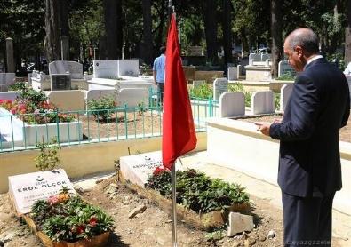 KARACAAHMET - Erdoğan şehit Erol Olçok ve oğlunun mezarında