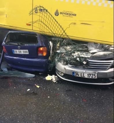 ACıBADEM - Yoldan Çıkan Metrobüs Kaza Yaptı