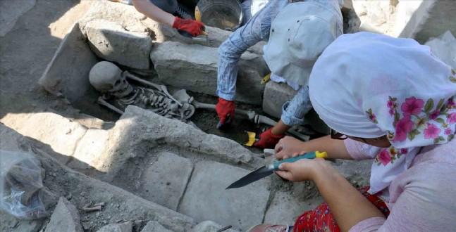 bizans - Gladyatörler Kentinde Bizans Mezarları Gün Yüzüne Çıktı