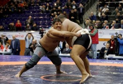 İki Farklı Kültürün Güreşçileri Karşılaştı