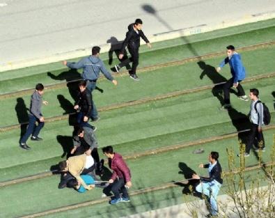 Gaziantep'te Şehir Merkezinde Liselilerin Meydan Kavgası!