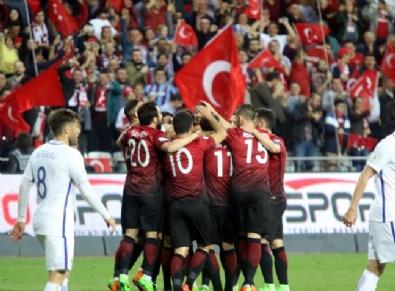 Türkiye - Finlandiya Maçından Kareler