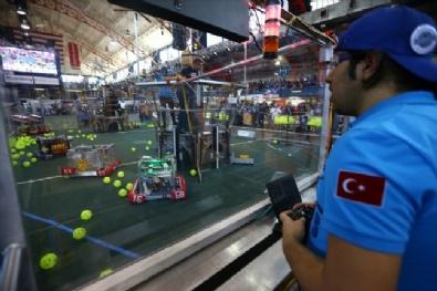 Gültepe Öğrencileri ABD'deki Robot Yarışmasından İki Ödülle Dönüyor