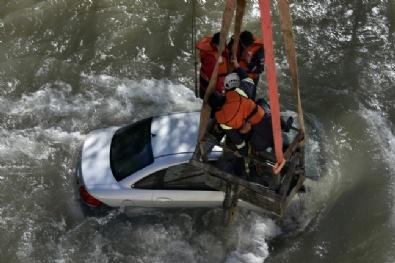 Gümüşhane'de Otomobil Harşit Çayına Düştü