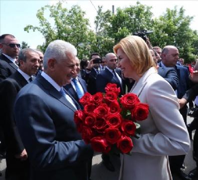 Başbakan Yıldırım, Türk Bayrakları İle Karşılandı