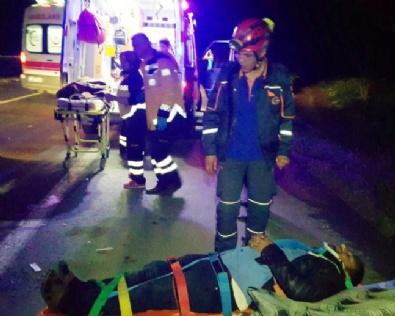TARIM İŞÇİSİ - Tarım işçilerini taşıyan minibüsle yolcu otobüsü çarpıştı: 20 yaralı
