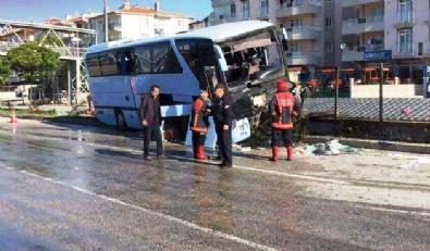 AK Partilileri Taşıyan Otobüs Kaza Yaptı