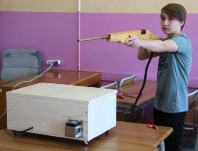 Lise Öğrencisinden elektromanyetik Silah