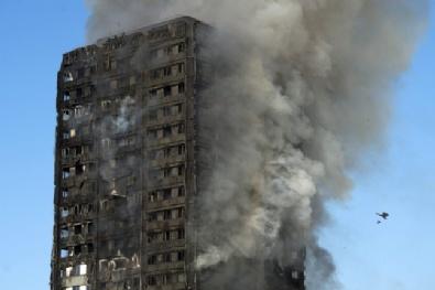 Londra'da 27 Katlı Binada Yangın