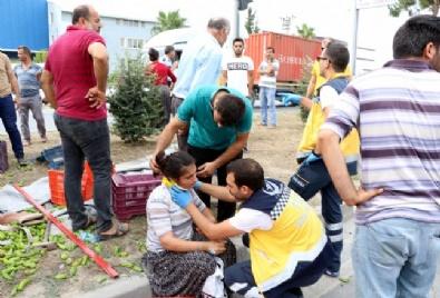 SAĞLIK EKİPLERİ - Kamyonet tıra çarptı: 3 ölü, 5 yaralı