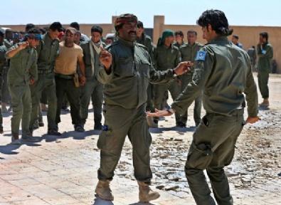 ABD'nin Eğitim Kampında YPG'nin Mezuniyetin Fotoğrafları