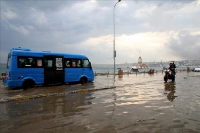 İstanbulda Şiddetli Rüzgarla Yağan Yağmur Ve Dolu Hayatı Felç Etti