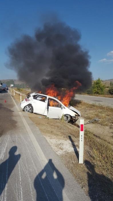 Bariyerlere Çarpan Araç Alev Topuna Döndü: 1 Ölü, 2 Yaralı