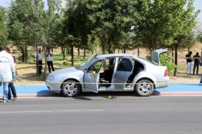 Muhtar Birlikte Yaşadığı Kadını Bıçaklayarak Öldürdü