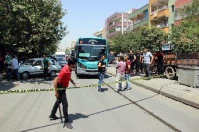 Otobüs Şoförünü Vuran Şahsı Linç Edilmekten Havaya Ateş Açan Polis Kurtardı