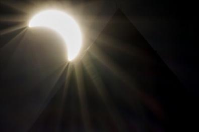 Dünya Güneş Tutulmasına Kilitlendi
