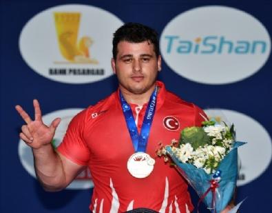 Dünya Güreş Şampiyonu Rıza Kayaalp