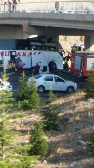 Ankara-Eskişehir karayolunda otobüs kazası: 5 ölü
