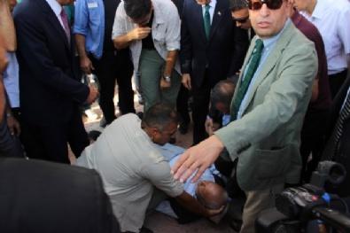 Kılıçdaroğlu'nun Elini Tutar Tutmaz Bayıldı