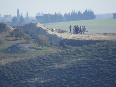 YPG/PKKlı Teröristler Münbiç Sınırında Toplantı Yaptı
