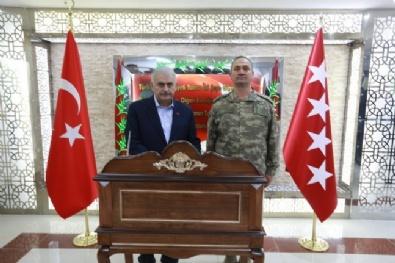 Başbakan Yıldırım, Zeytin Dalı Harekat Merkezi'ni ziyaret etti