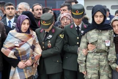 Şehit Ağabeyini Üniformasını Giyerek Asker Selamıyla Karşıladı