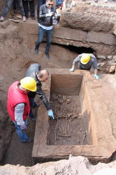 Kayseri'deki Lahit Açıldı: Aile Mezarı Çıktı