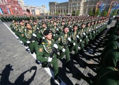 Rusya'dan Zafer Bayramı'nda Gövde Gösterisi