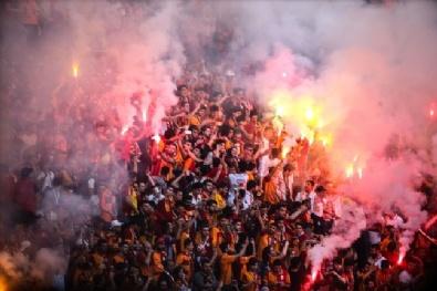 Galatasaray TT Stadında Şampiyonluğu Kutluyor