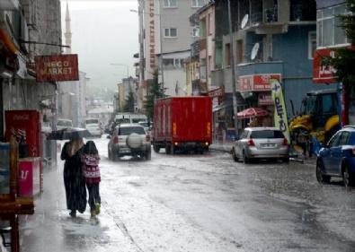 Kars ve Erzincan'da sağanak ve dolu etkili oldu
