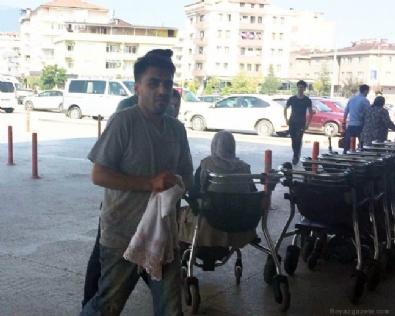 KURBAN KESİMİ - Acemi kasaplar kendini kesti!