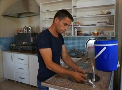 İzmirin Susuz Mahallesi'nde Eşeklerle Su Taşınıyor