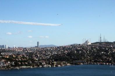 Türk Yıldızları İstanbul Semalarında
