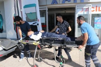 Sınırda Devriye Atan Askeri Araç Şarampole Devrildi: 2 Asker Yaralı