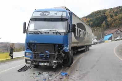 Tır İle Otomobil Çarpıştı, Biri Bebek 3 Ölü