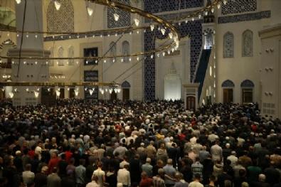 Büyük Çamlıca Camiinde İlk Teravih Namazı Kılındı