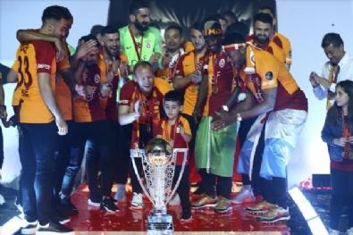 Galatasarayın Şampiyonluk Kutlamalarından Kareler