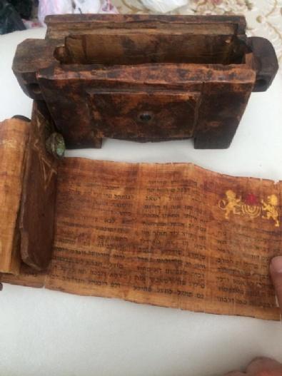 Polis Alıcı Kılığına Girdi, 1400lü Yıllara Ait Tevrat Ve Tasvir Ele Geçirildi