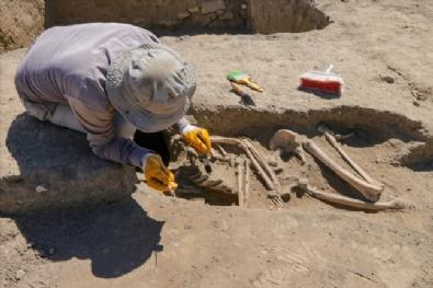 Kafatası Olmayan 2 Bin 700 Yılık İskelet Araştırılıyor