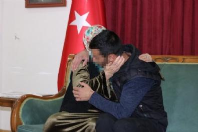 HDP Önündeki Ailelerden Biri Daha Evladına Kavuştu