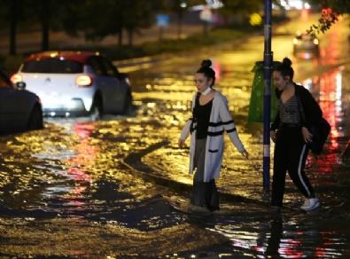 Ankarada Sağanak Yağış Etkili Oldu
