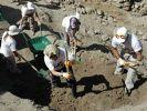 Kanalizasyon kazarken altın küpü buldular