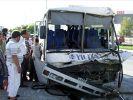 Otobüsle çöp kamyonu çarpıştı: 17 yaralı