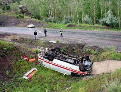 Kazaya müdahaleye giden ambulans devrildi