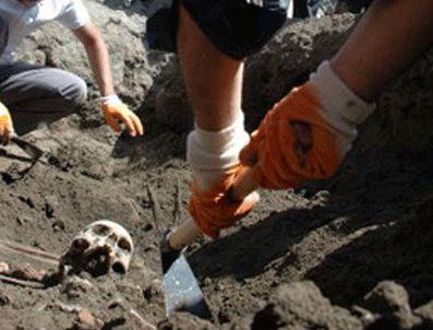 ERCEK - Bitlis'te toplu mezar kazımına başlandı