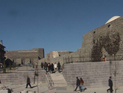 SASANILER - Tarihi Erzurum Kalesi'ne Çevre Düzenlemesi