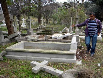 KAMURAN TAŞBILEK - Gökçeada'da Tahrip Edilen Rum Mezarları Onarıldı