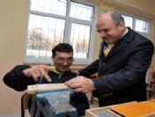 Vali Çakacak'tan Özürlü Öğrencilere Ziyaret