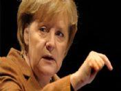 Merkel, Euro'dan çıkmakla tehdit etti
