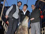 Dev balık balıkçıları korkuttu